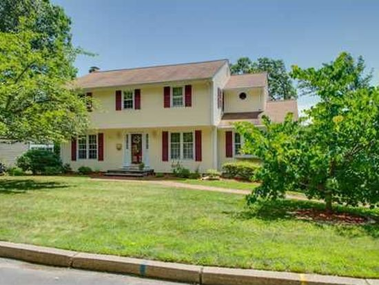 69 Rockridge Rd, Lincoln, RI 02865