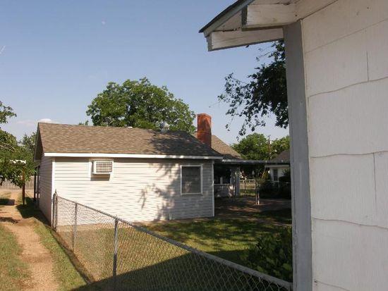 805 N Davis St, West, TX 76691
