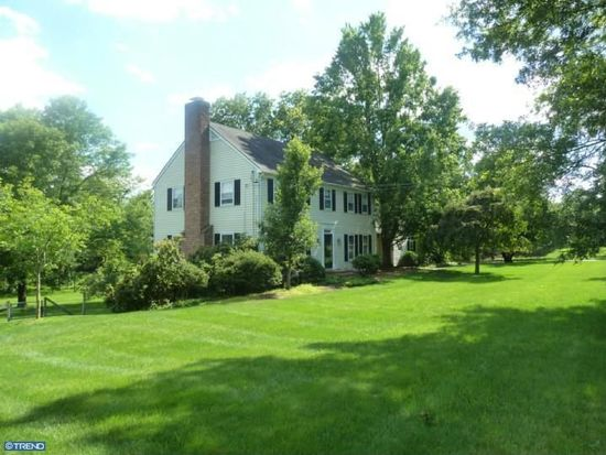 6 Meadow Ln, Pennington, NJ 08534