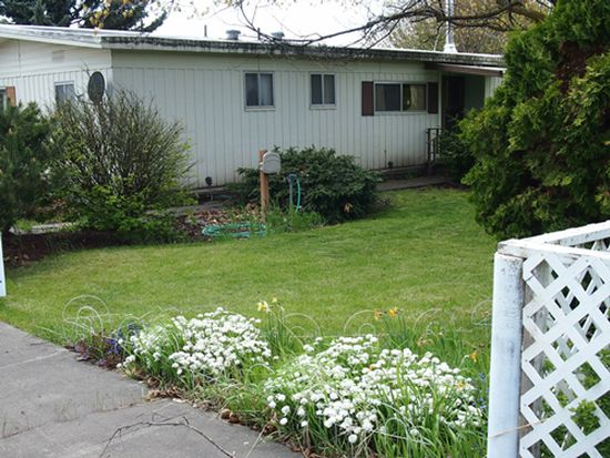 131 NW Johnston St, Dufur, OR 97021