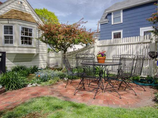 47 Piscataqua St, New Castle, NH 03854