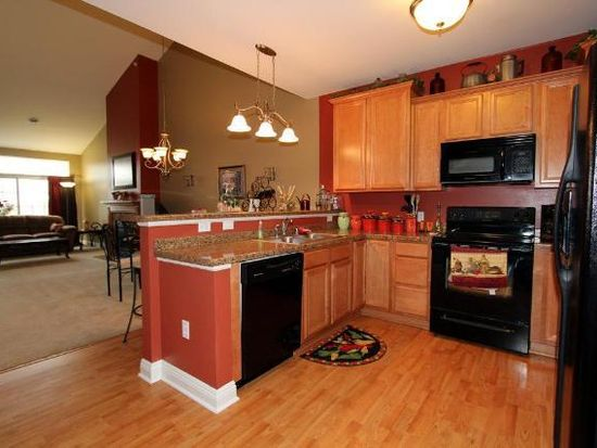 2135 Rainbow Lake Ln APT 123, West Bend, WI 53090