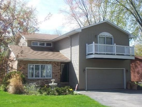 305 Sherwood Dr, Cary, IL 60013