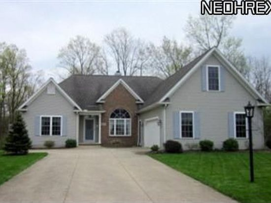24061 Briar Patch Dr, Olmsted Falls, OH 44138