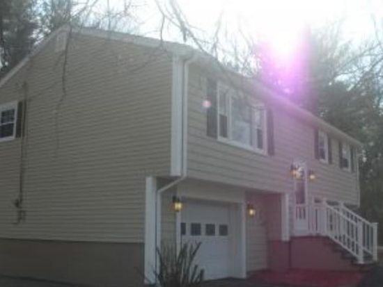 31 Cypress St, Salem, NH 03079