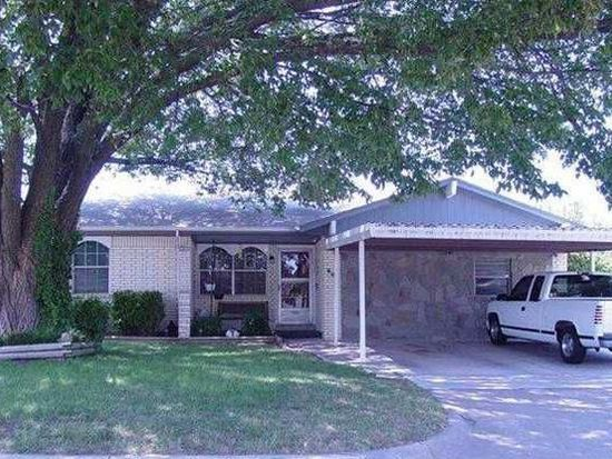 809 Plaza Dr, Moore, OK 73160