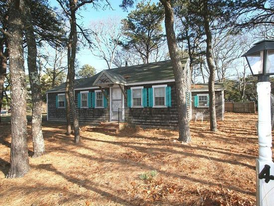4 Race Way, West Dennis, MA 02670