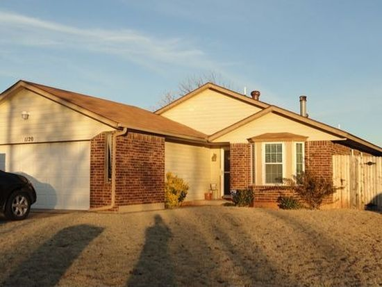 1120 Price Dr, Moore, OK 73160