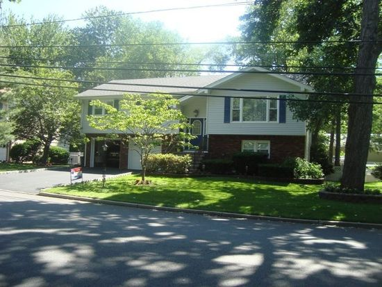 719 Colonial Blvd, Township Of Washington, NJ 07676