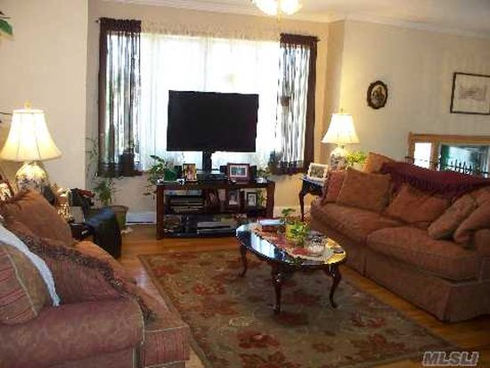 55 1/2 Ruland Rd, Selden, NY 11784
