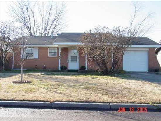 932 SW 4th Pl, Moore, OK 73160