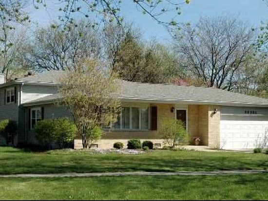 5S501 Campbell Dr, Naperville, IL 60563
