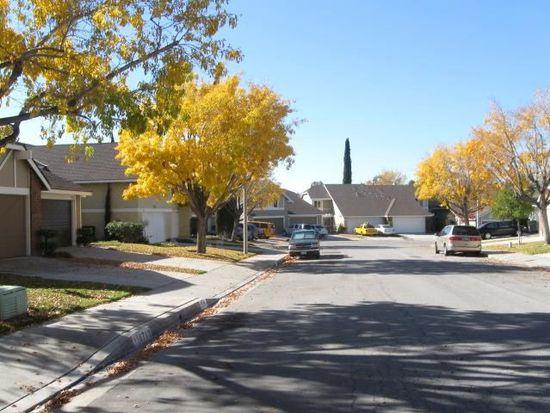 16704 Shinedale Dr, Santa Clarita, CA 91387