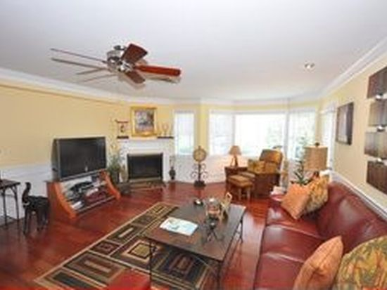 2 Sterling Hill Ln APT 211, Exeter, NH 03833