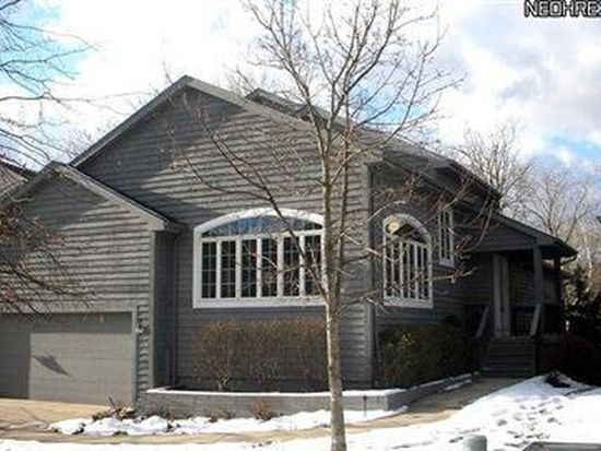 90 Riverview Ct, Chagrin Falls, OH 44022