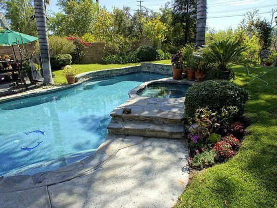 5809 Serrania Ave, Woodland Hills, CA 91367
