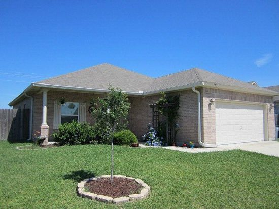 105 Holly Oak Ct, Victoria, TX 77901