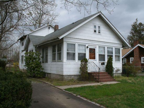 19 Linden Pl, Smithtown, NY 11787