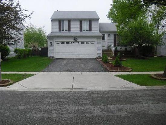 513 Southwood Cir, Streamwood, IL 60107