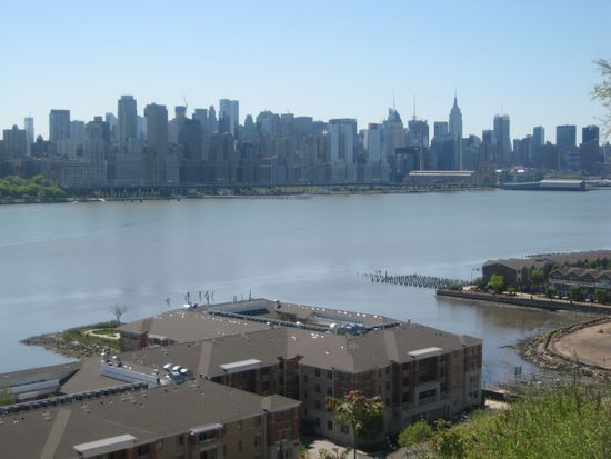 7400 Boulevard E APT 2B, North Bergen, NJ 07047