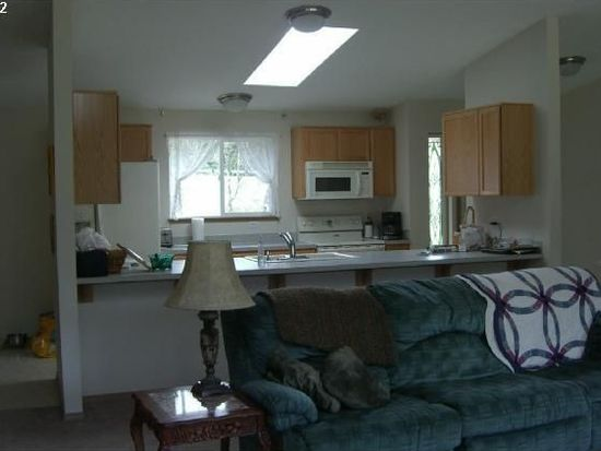 565 Edgewater Rd, Gladstone, OR 97027