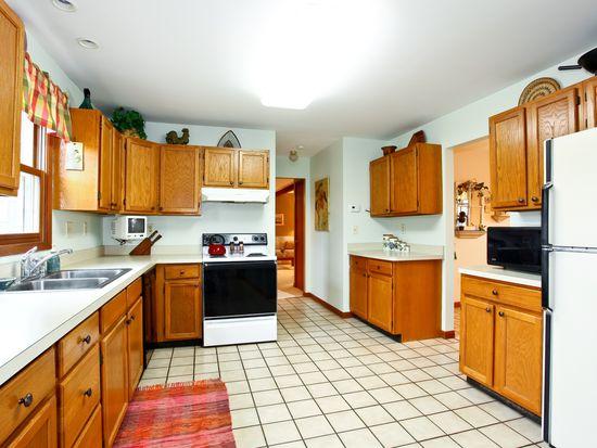 49W426 Hinckley Rd, Big Rock, IL 60511