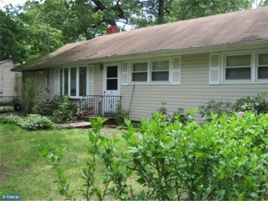 5 Pear Ave, Browns Mills, NJ 08015