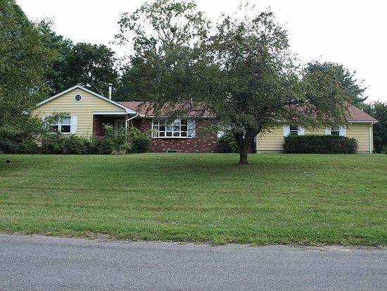 9 Maple Ln, Brookfield, CT 06804