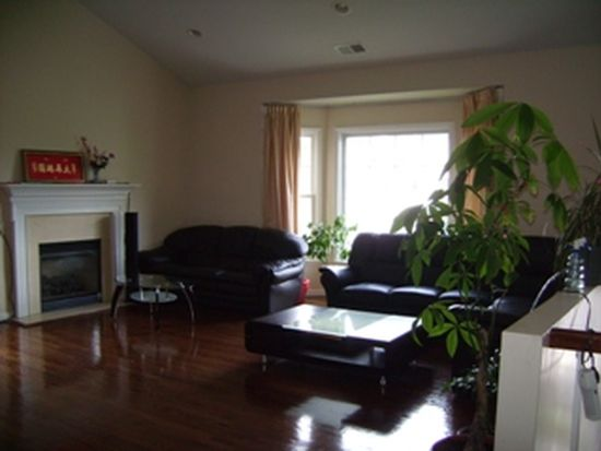 315 Fairway Dr, Farmingdale, NY 11735