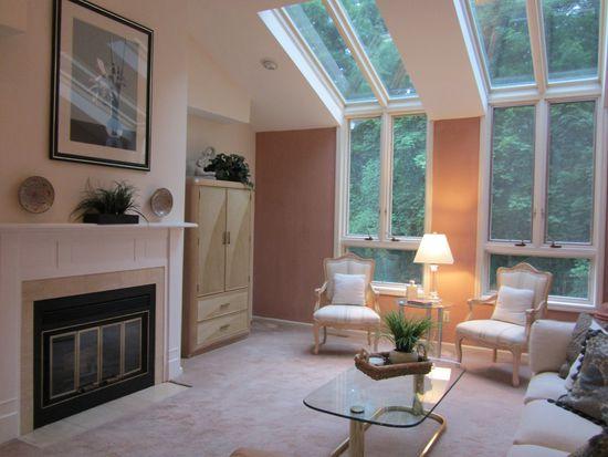503 Applewood Cir, Poughkeepsie, NY 12601