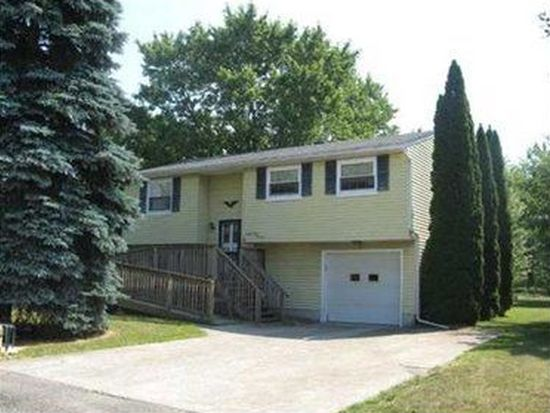 2314 Victory Dr, Erie, PA 16510
