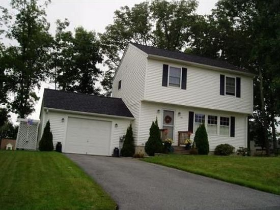 140 Point West Dr, Fall River, MA 02720