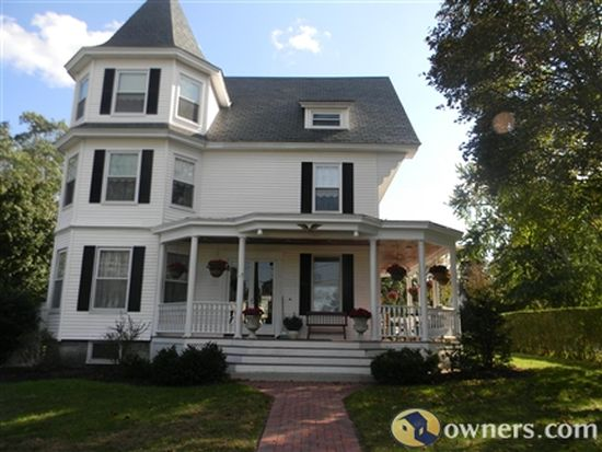 187 Hovey St, Lowell, MA 01852