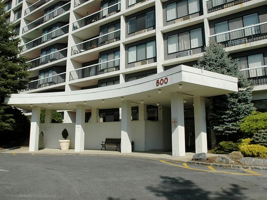 500 High Point Dr APT 815, Hartsdale, NY 10530