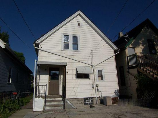 2470 S 28th St, Milwaukee, WI 53215