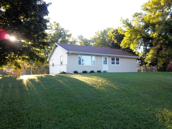 148 2nd St N, Central City, IA 52214