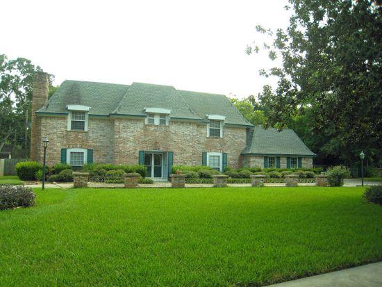 110 Lily St, Lake Jackson, TX 77566