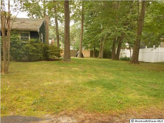 31 Bertan Ave, Howell, NJ 07731