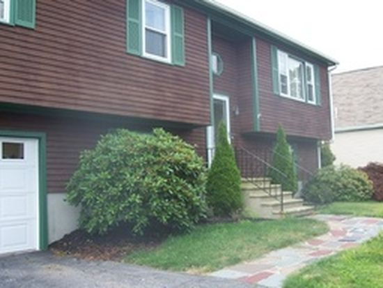 247 Hathaway Commons Rd, Fall River, MA 02720
