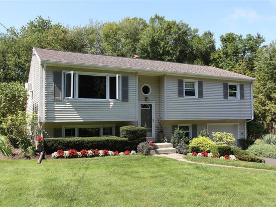 24 Possum Dr, New Fairfield, CT 06812