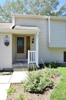 932 Independence Ave, Saint Charles, IL 60174