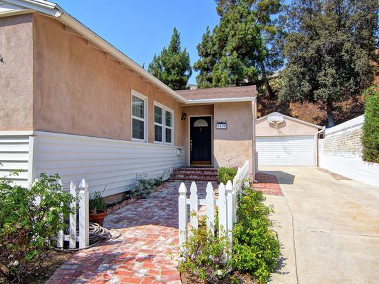 8439 Outland View Dr, Sun Valley, CA 91352