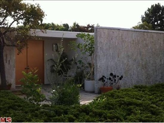 470 N Robinwood Dr, Los Angeles, CA 90049