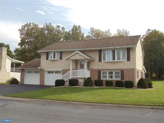 338 Fry Ave, Robesonia, PA 19551
