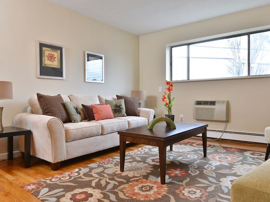 8R Riverside St APT 1-3, Watertown, MA 02472