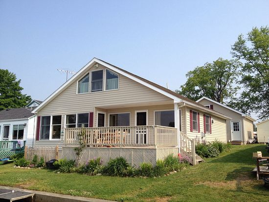 225 Broad Bay Cir, Machias, NY 14101