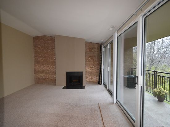 6021 Forest View Rd APT 2C, Lisle, IL 60532