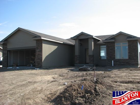 9958 Rosemary Ln, Manhattan, KS 66502