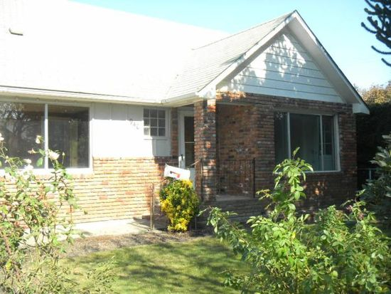 940 D St, Springfield, OR 97477