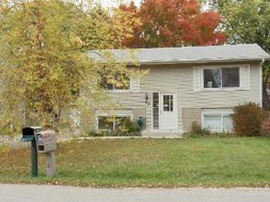 22 Clark Ave, Lake In The Hills, IL 60156
